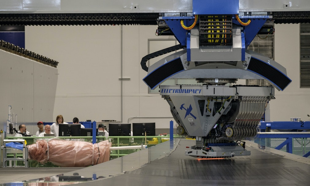 Boeing 777X Composite Wing Center : Stephen Brashear
